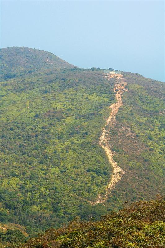 前方的119米高山頭