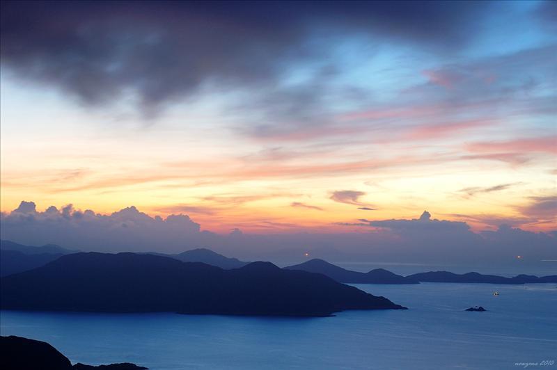 吊鐘洲和遠處的伙頭墳洲 (晨曦島) Jin Island and Town Island