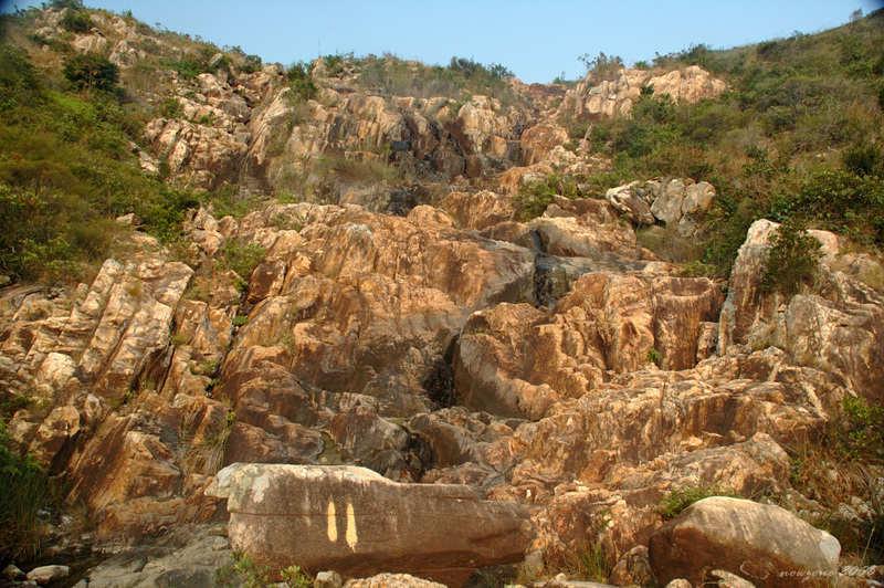 乾旱的淡水溪瀑布