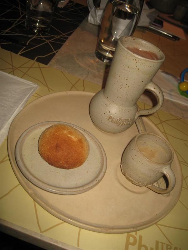 pandesal and cocoa sooo good