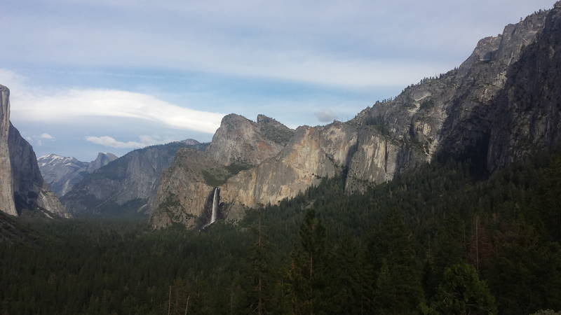 Yosemite Falls au loin
