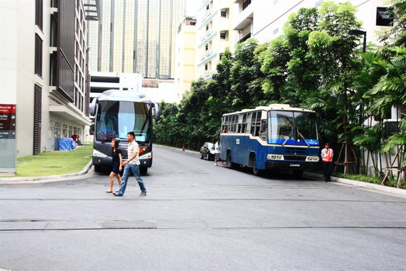 高級遊覽車 vs 爛公車