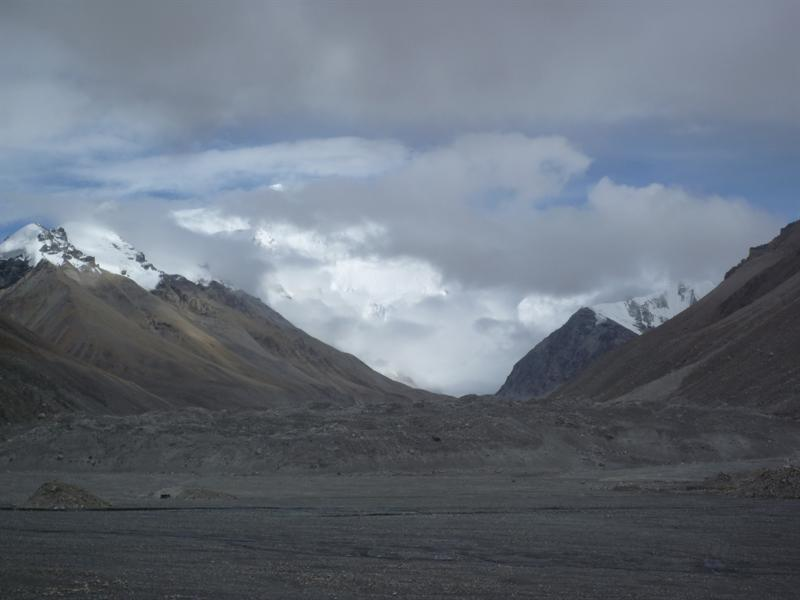 雲層後的珠峰