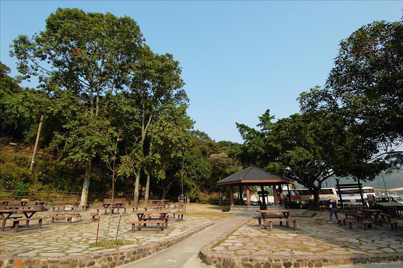 黃石碼頭側燒烤場 Wong Shek Barbecue Area