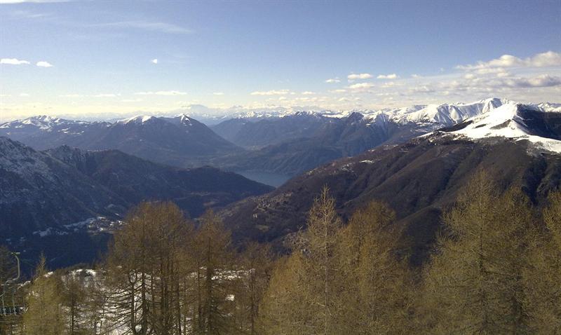 il Lago di Como e dietro quello di Lugano