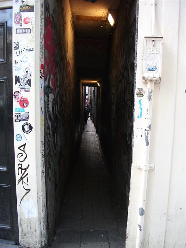 Scary little laneway.