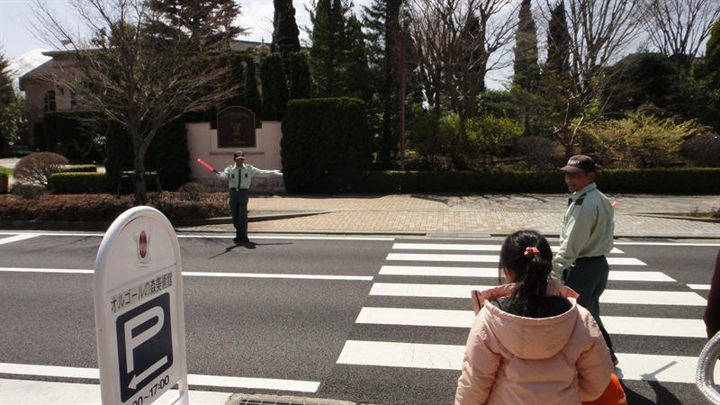 就這樣小小一個馬路.台灣人很會過的...但是這是日本喔