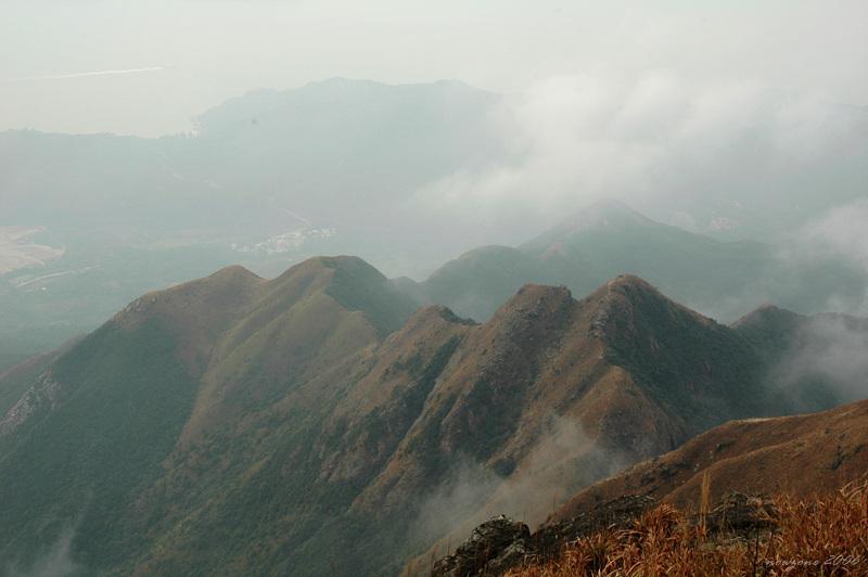 危峨之狗牙嶺 Dog Teeth Ridges, Kau Nga Ling清淅可見