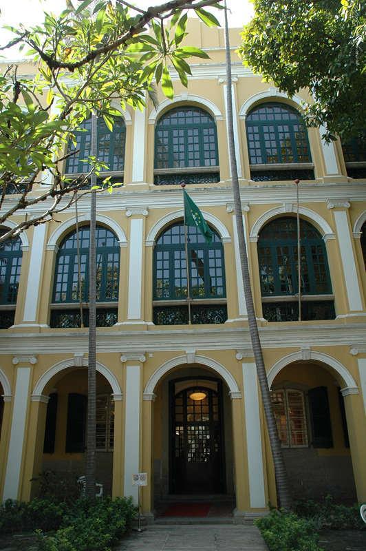 何東圖書館 Sir Robert Ho Tung Library