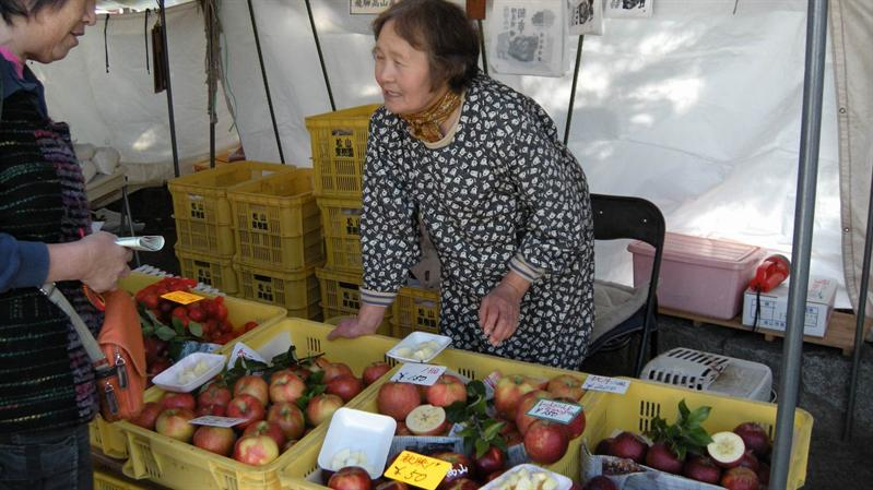 賣蘋果的老婦