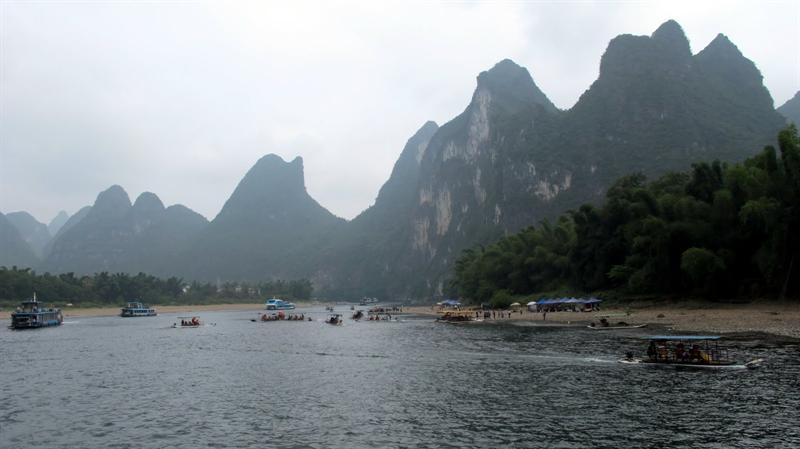 """scenes of """"Lijiang River"""" ((漓 江 ) cruising"""