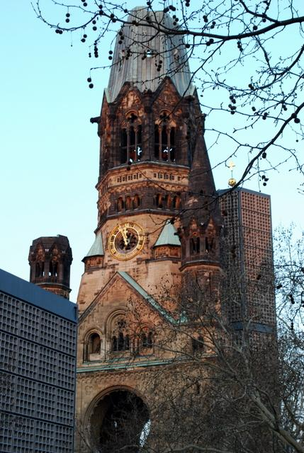 Kaiser-Wilhelm-Gedachtniskirche at sunset