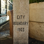 DSC_7886 西寧街公園內的維多利亞城界石.jpg