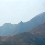 可以看見遠處的茶壺咀及狗牙嶺山峰