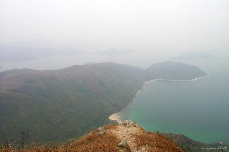 View from Sharp Peak : Nam She Wan, Ko Lau Wan and Grassland峰頂下望蚺蛇灣及高流灣一帶 後方島嶼為塔門