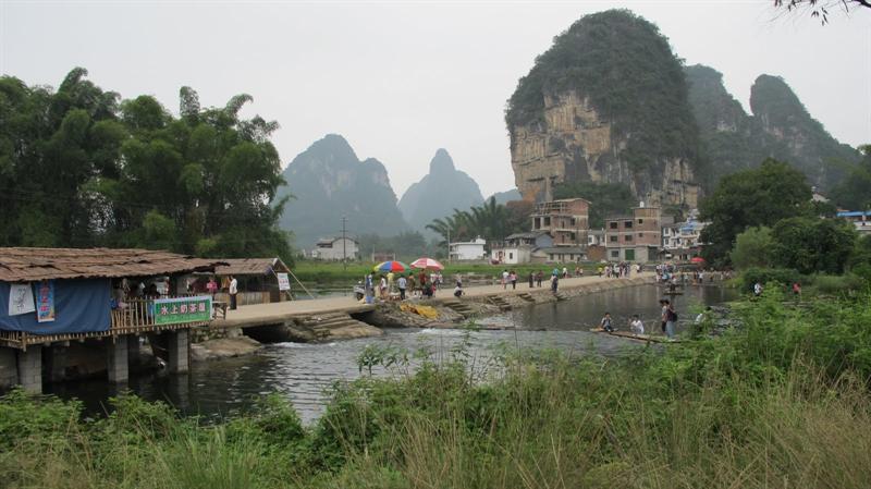 "scenes in ""Grand Banyan Tree"" Scenic Areas (大 榕 樹 景 區 )"