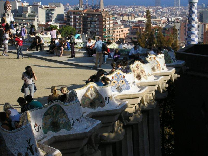 .. the rolling seat at Parc Guell...