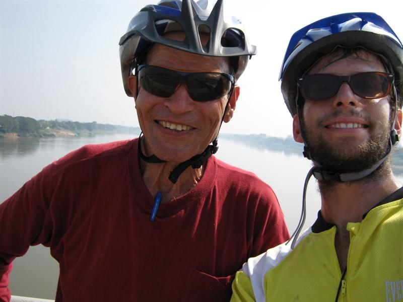 crossing the mekong back to thailand - this time on the bicycle