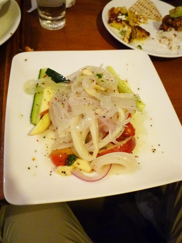 應該是Ouzo酒蔬果扮海鮮沙拉 份量有點少.jpg