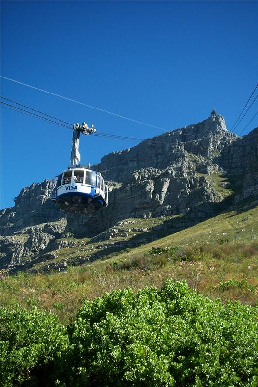 "Cable Car to rich the top of Table Mountain / télécabine pour atteindre le haut de ""Table Mountain"""