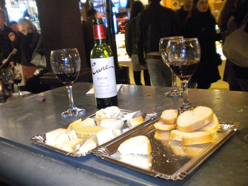 Cheese plate and wine in the Marcado