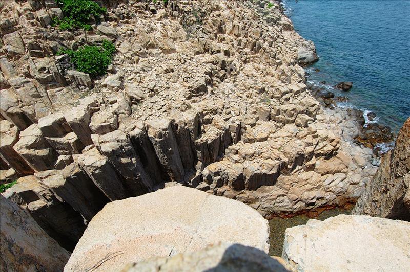 rhyolitic ash tuff  六角形的玄武岩