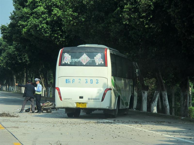 saw an accident on our way back to Guilin ( 桂 林 )