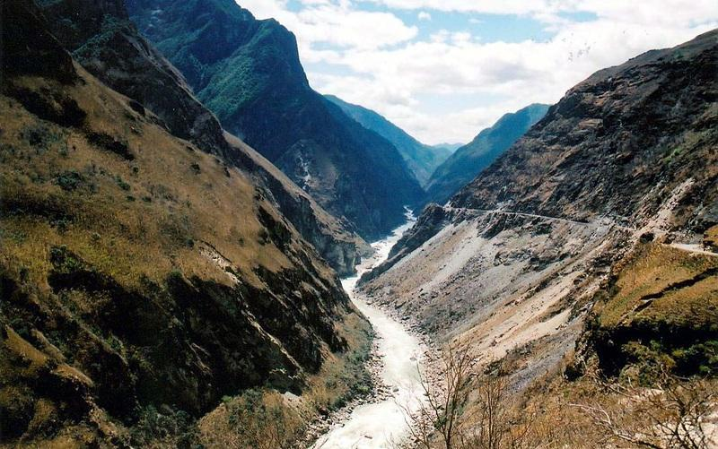 Middle Hutiao (Tiger Leaping) Gorge (中虎跳峽)