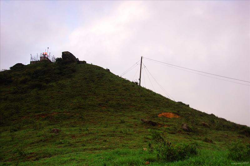 石龍拱山頂上的雷達站