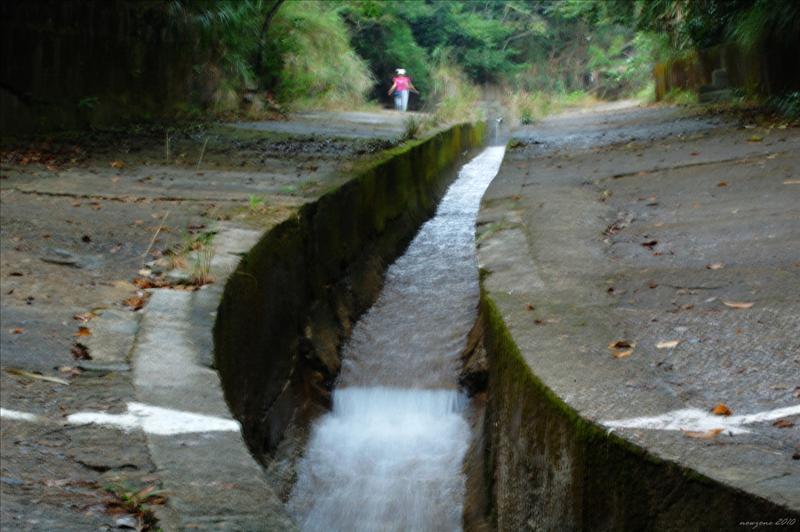 南豐新村基利路直上經引水道接康柏徑