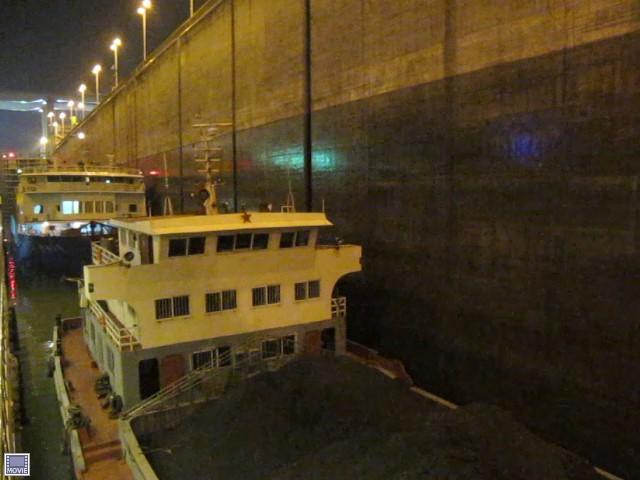 "VIDEO (影 視 ) We could see the ""water marks"" on the wall showing the ships going down for the coal barge next to our ship did not block our view."