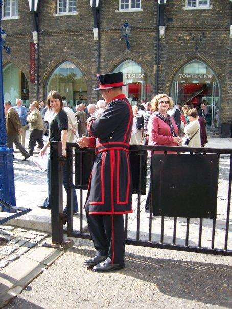 One of the many Beefeaters talking to the crowd.