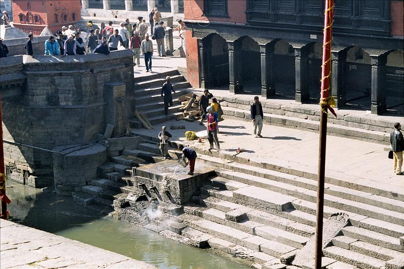 Cleaning the ghats at Pashapatinath