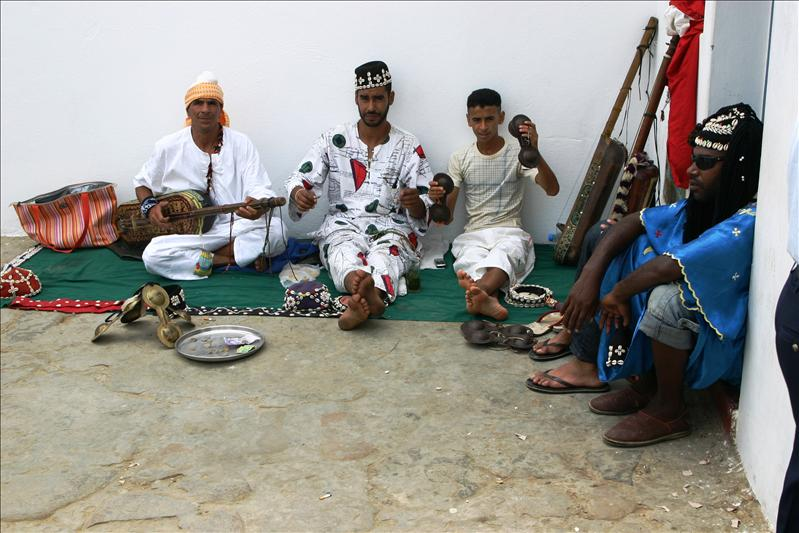 3 Berber musicians and a rastafarian...only in Morocco!