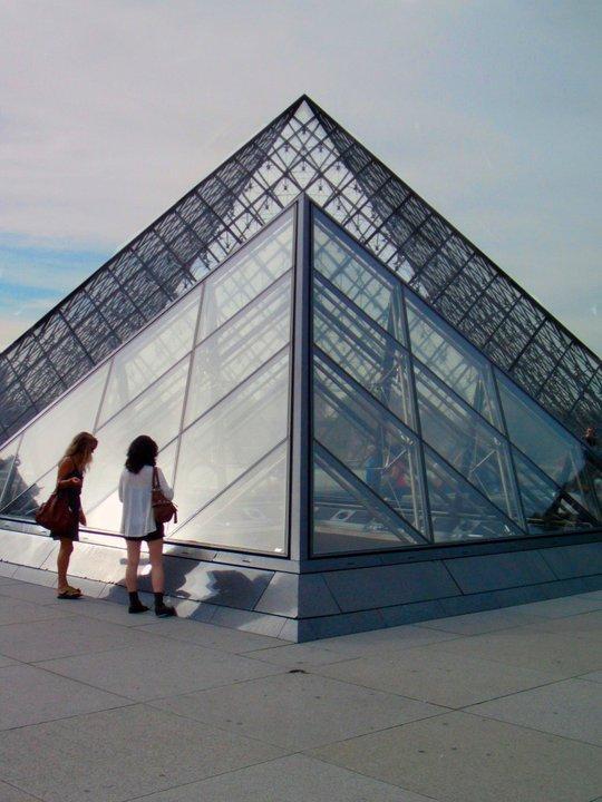 Le Louvre Pyramids (9/11)