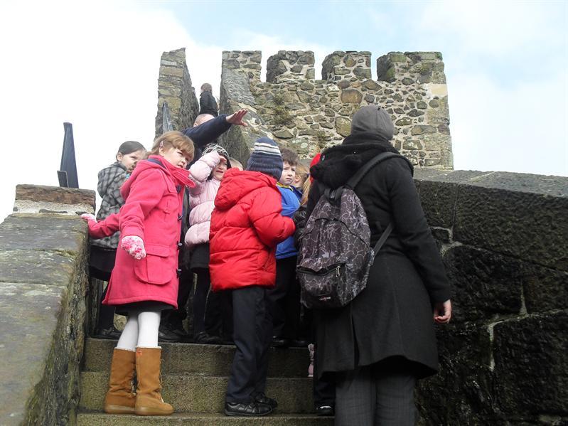 P4, Castle Field Trip