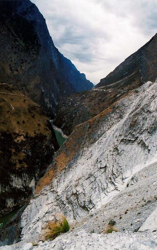 Lower Hutiao (Tiger Leaping) Gorge (下虎跳峽)