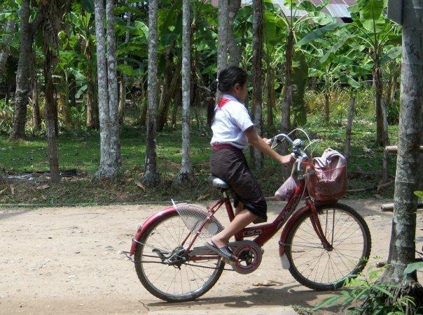 GIRL ON BIKE TRYING TO ESCAPE, BAN KHON TAI, DON KHON
