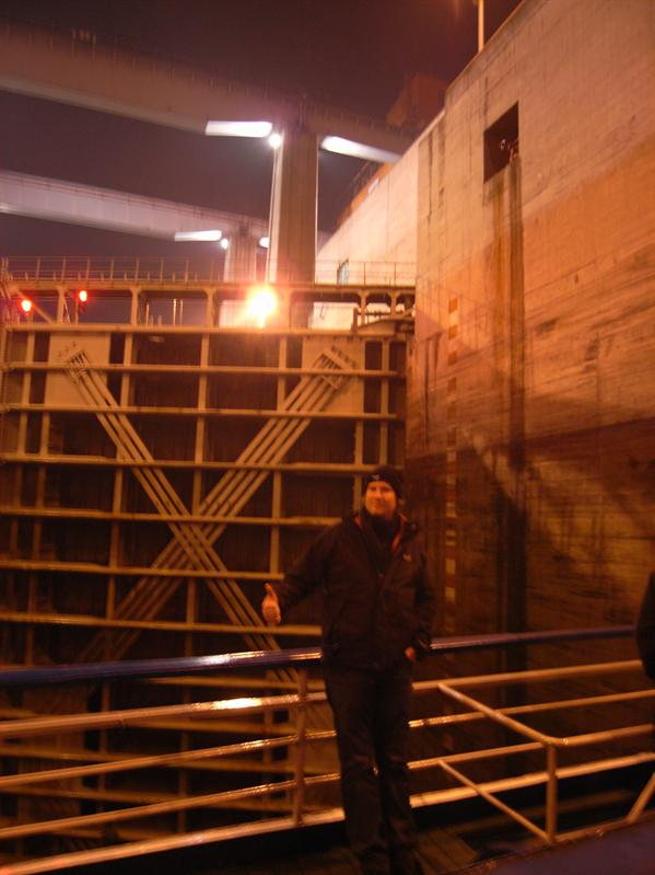 inside the first lock, water level decrising