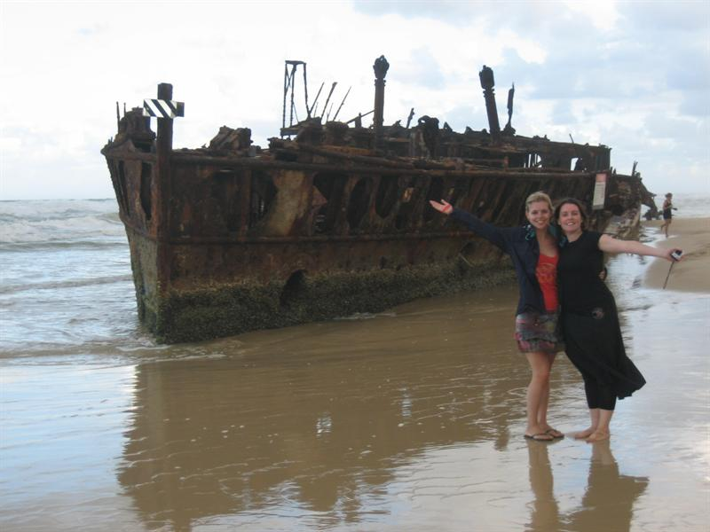 The girls at the shipwreck