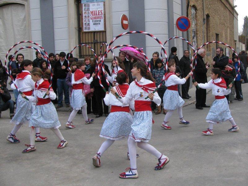 .... more dancers .....