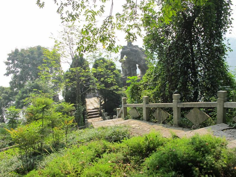 "scenes of ""Three Traveler Cave"" (三 游 洞 )."
