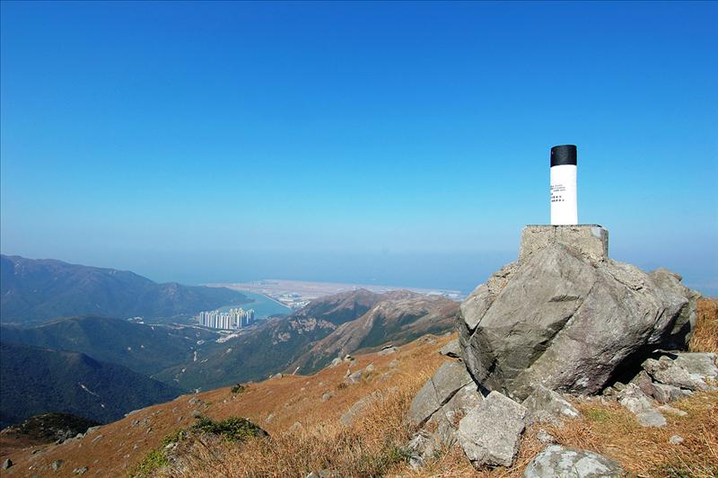Lin Fa Shan 蓮花山頂下望東涌