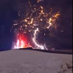 近距离拍摄冰岛火山喷发3.jpg