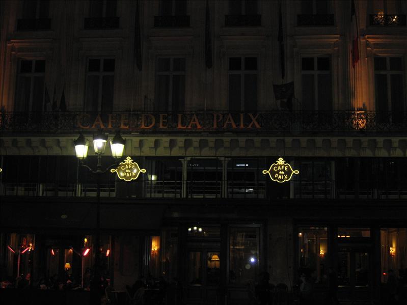歌剧院旁咖啡馆