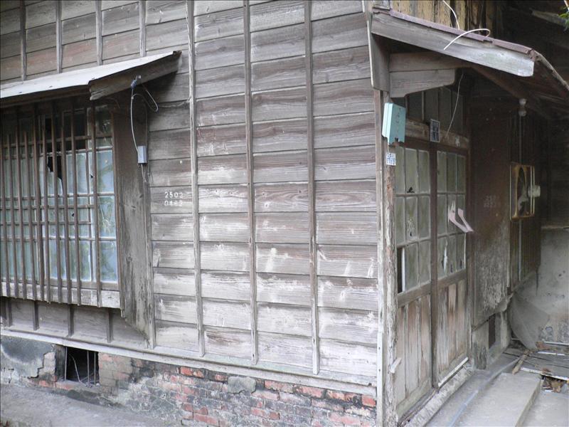 以前的日式宿舍, 現已殘破不堪.