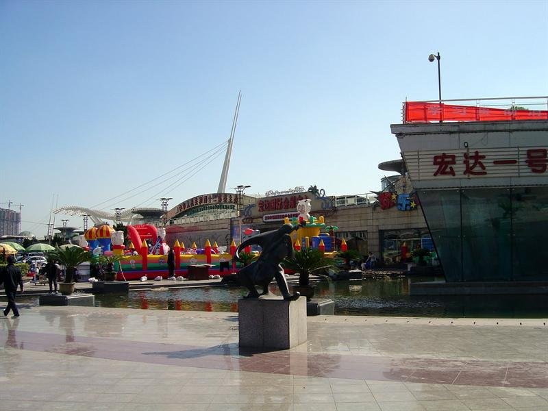 TANG GU ( 塘 沽)------ strolling and shopping riverbank area ( 外灘 塘 沽 步 行街).