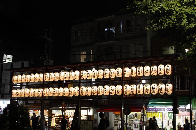 巢鴨真性寺外的燈籠