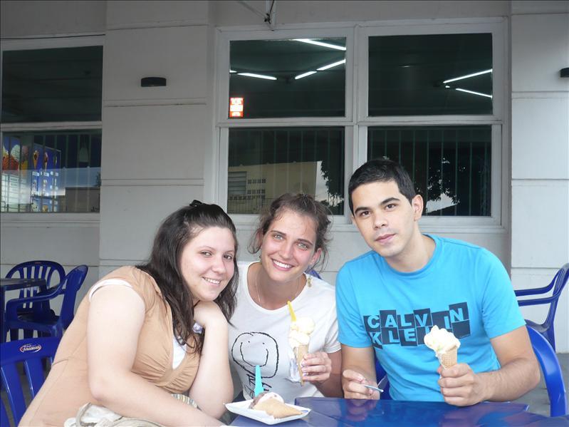 mit Ana und Iván beim Eisessen