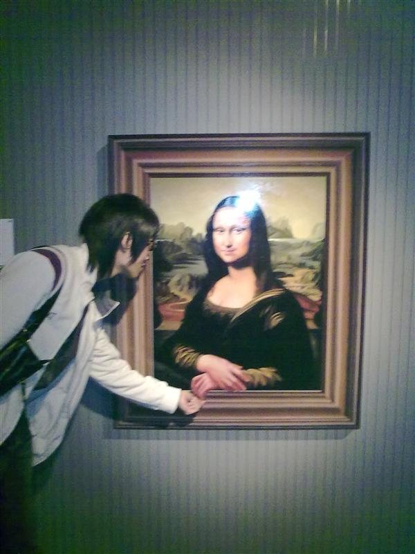 跟蒙娜麗莎握手ㄟ